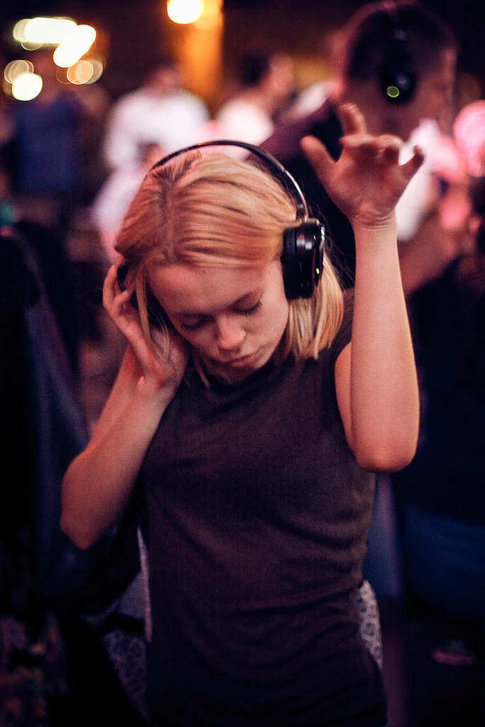 Des silent parties à Nadia Lichtig. (silence, #2)